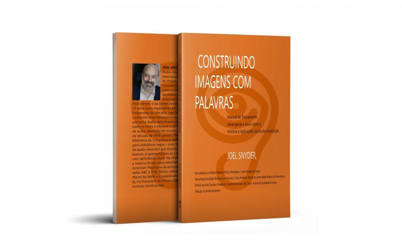 """Frente e Verso do livro, """"Construindo imagens com palavras: manual de treinamento abrangente e guia sobre a história e aplicações da áudio-descrição"""" de Joel Snyder"""